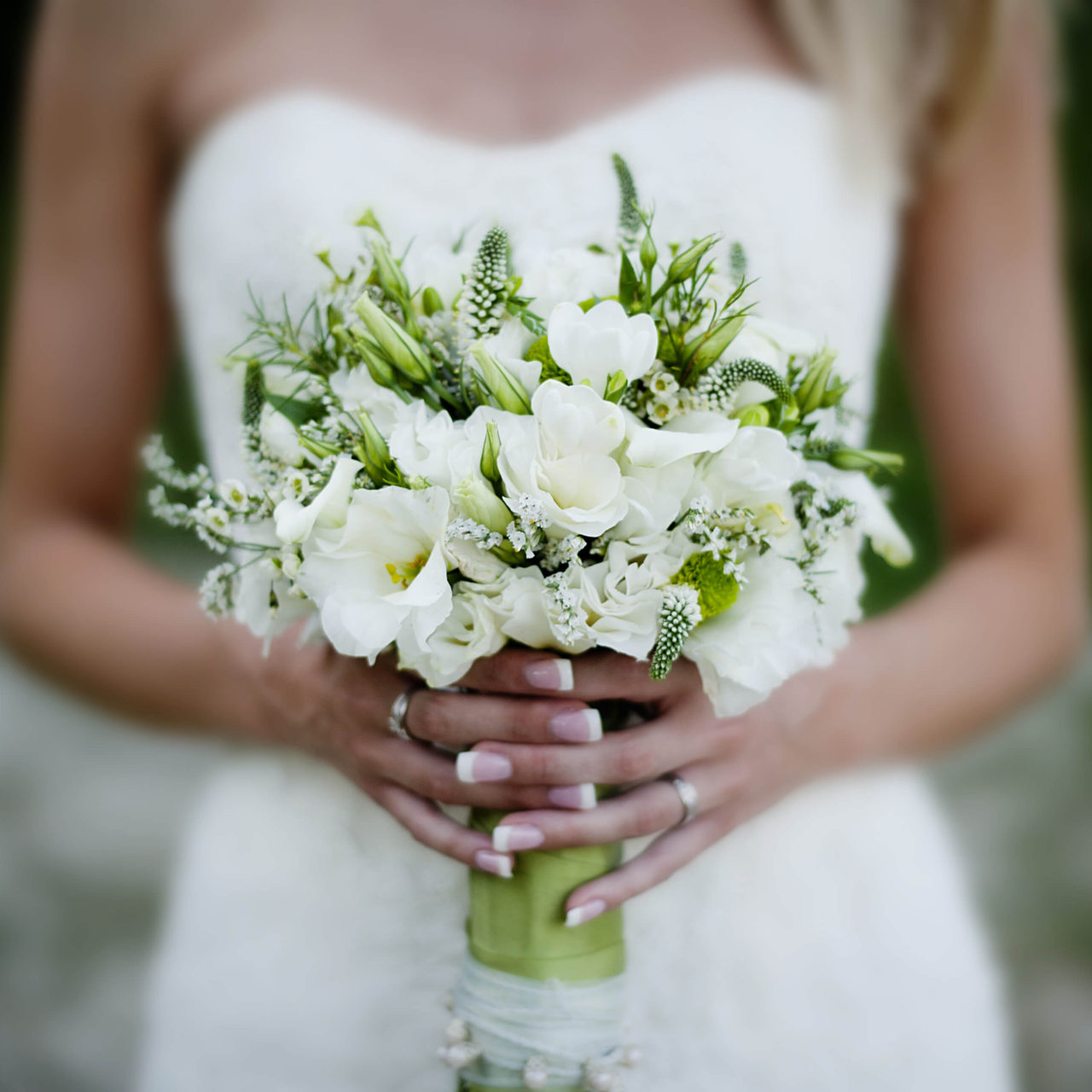 https://rbweddingphotography.com/wp-content/uploads/2020/10/photodune-11537635-wedding-bouquet-l-1280x1280.jpg